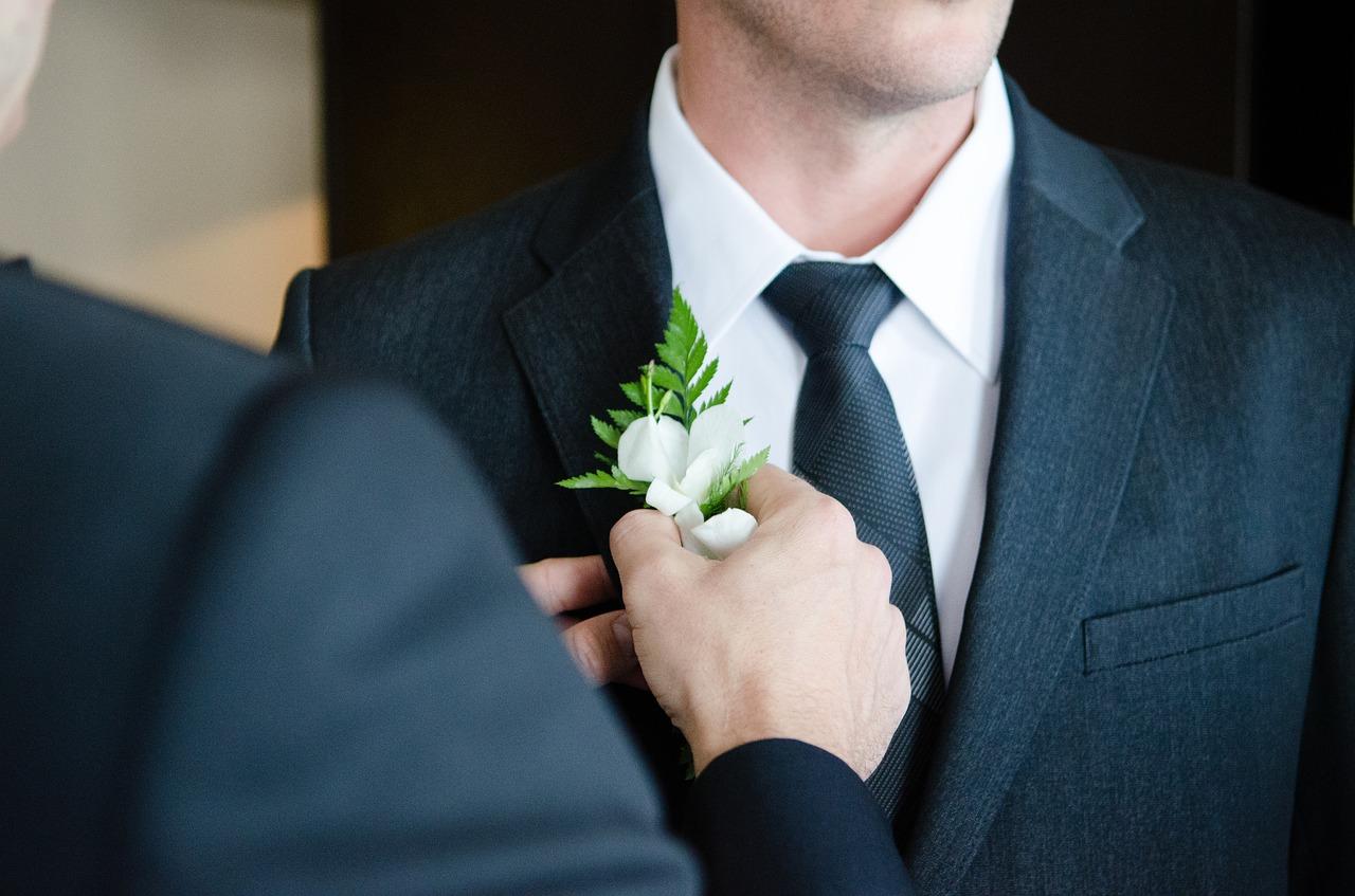 Assister à un mariage en tenue décontractée